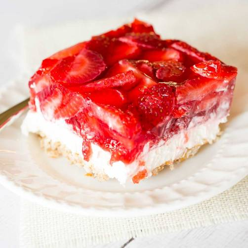 strawberry-pretzel-salad-19-1100